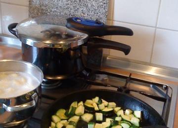 Schnellkochtopf auf Gasherd