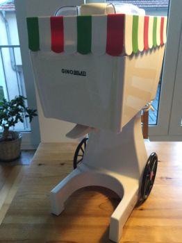 Retro Softeismaschine mit Wagen